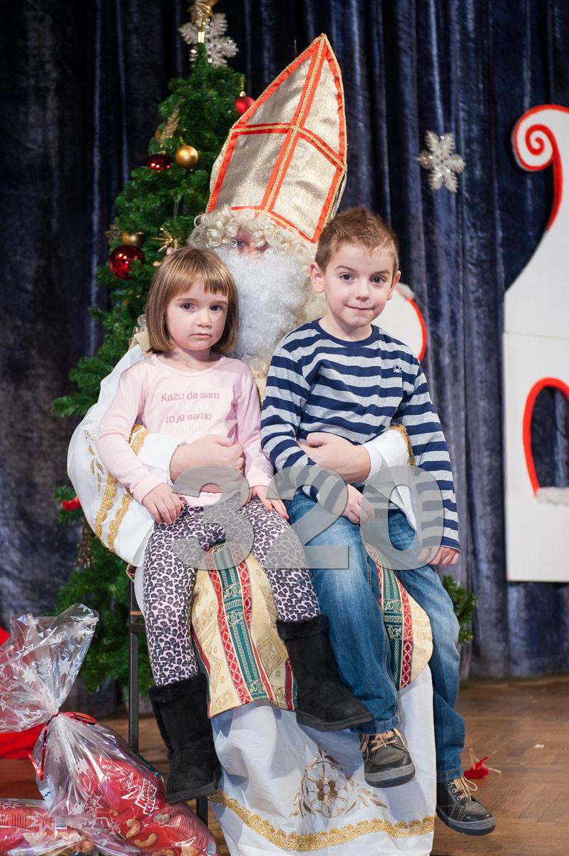 Galerija fotografija - Božićna priredba 2014. v. dio